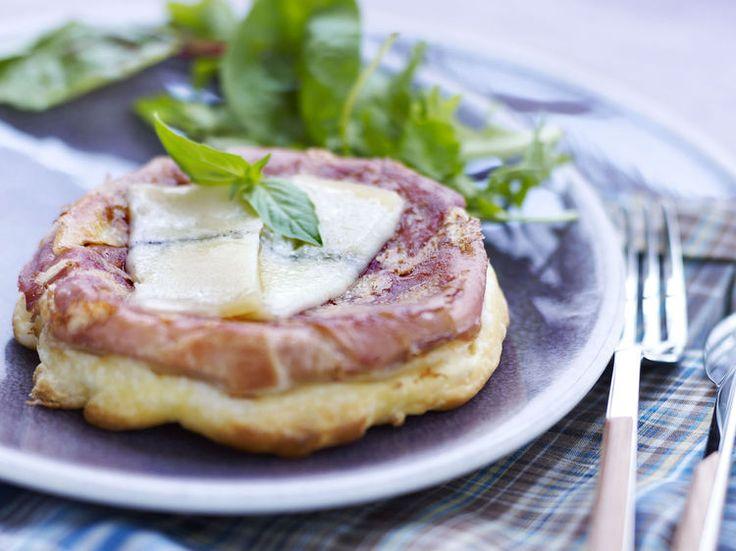 Avec les lectrices reporter de Femme Actuelle, découvrez les recettes de cuisine des internautes : Tatin de morbier au jambon de Luxeuil