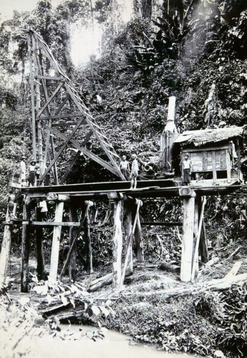 In the early stages of building a (rail) bridge Bandung. 1900 - 1945