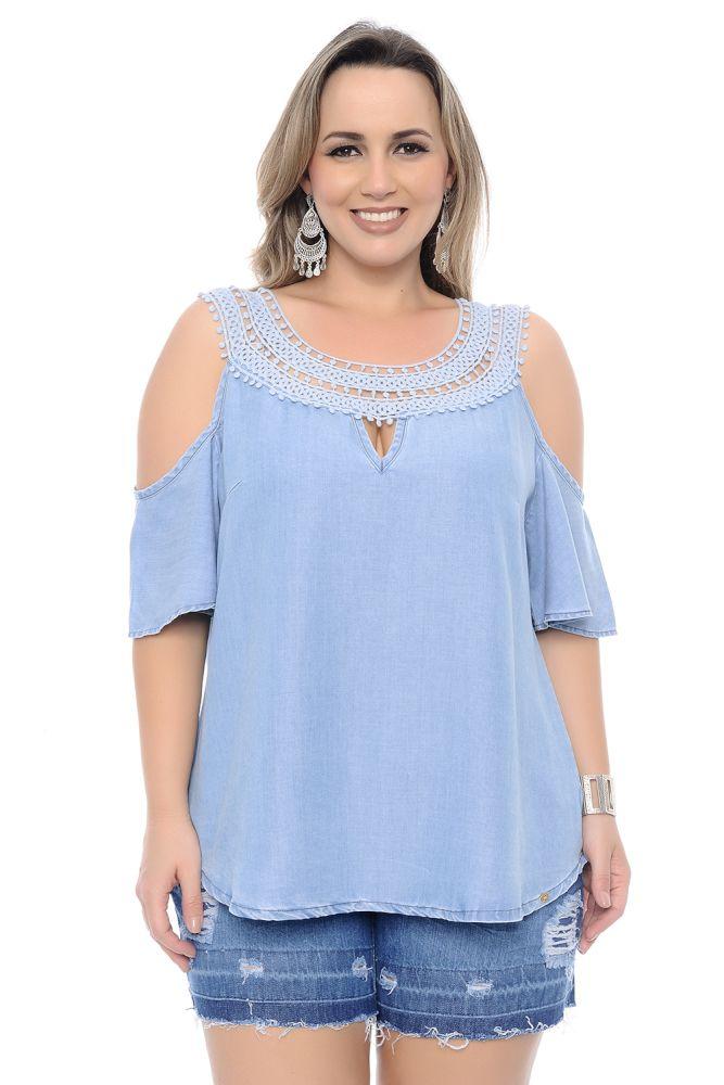 Blusa Plus Size Ciganinha Chambray com Guipir Azul e Pérolas