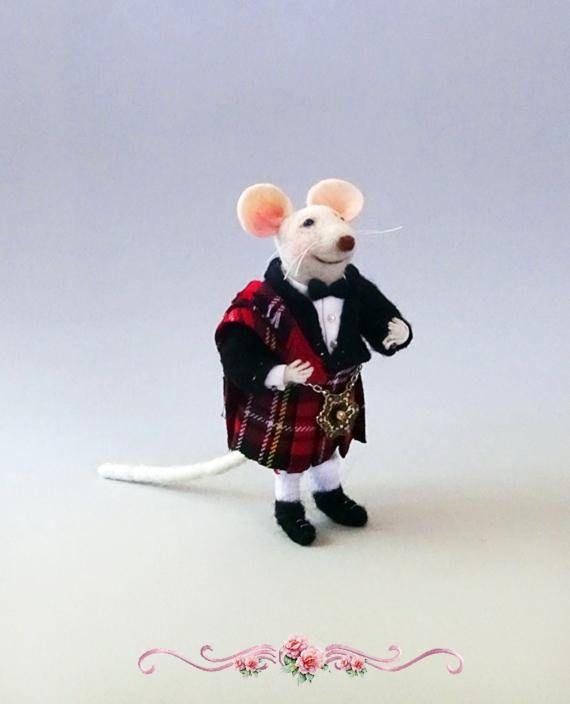 Felt mouse with Scottisk kilt