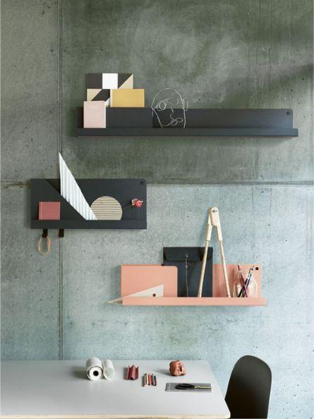 Zwarte en roze wandplanken van metaal  - bekijk en koop de producten van dit beeld op shopinstijl.nl