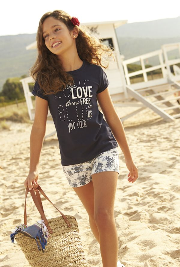 Tween fashion: graphic tee and white floral shorts