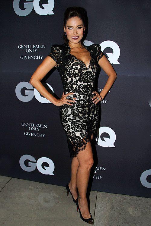 GALILEA MONTIJO  La copresentadora de Hoy (Televisa) lució espectacular en un vestido color marfil forrado en encaje de flores negro con pro...