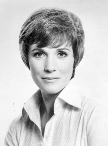 Julie Andrews  1975 40 years old Biography of Julie Andrews http://www.tributetotalent.com/JulieAndrews/joolsbio.htm