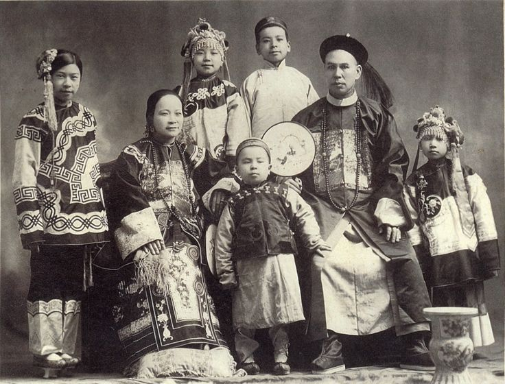 A Chinese Manchu family of immigrants to Oregon, USA in 1890. | Chinese Clothing ...