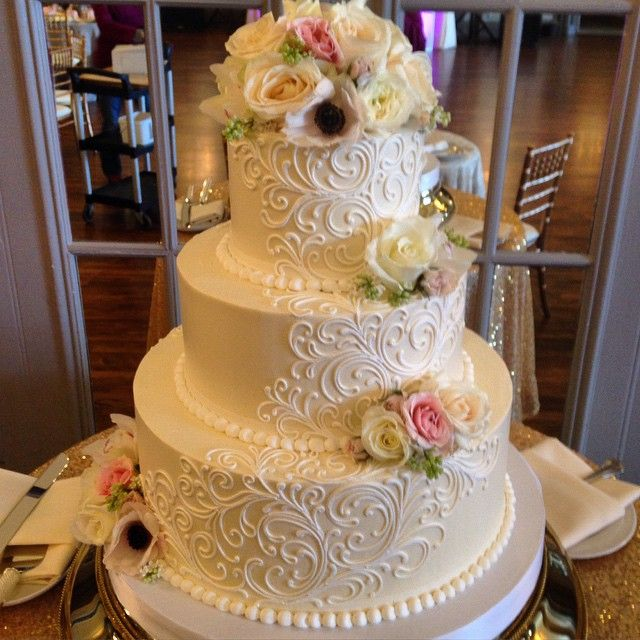"""Buttercream #weddingcake with fresh flowers. #whiteflowercakeshoppe #tudorarms…"