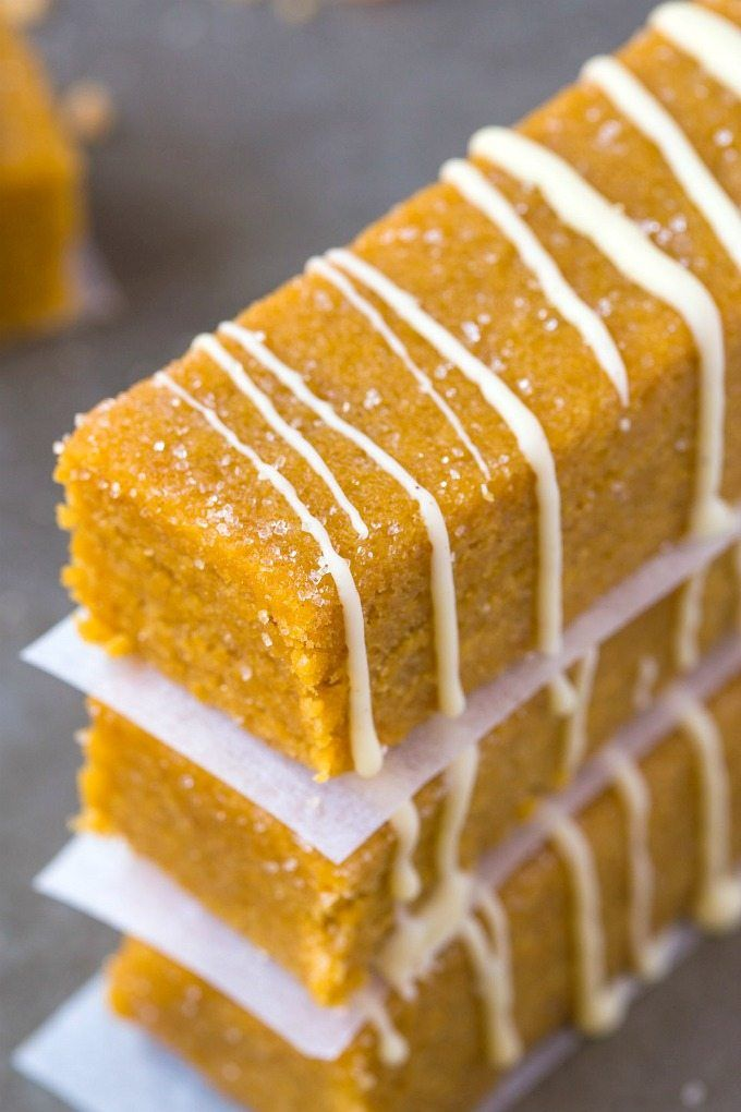 Sin sana Bake Pumpkin Spice Latte bares-grueso, duro y lleno de sabor especia de la calabaza, estos bares de proteínas bajas en carbohidratos + envasados son un aperitivo o energía bocado rápido y fácil!  {Vegetariana, sin gluten, sin lácteos, receta paleo} - thebigmansworld.com