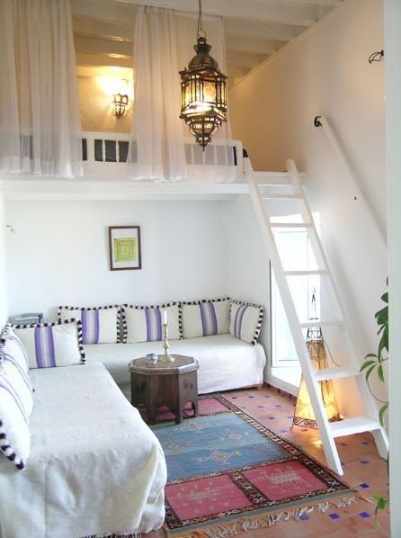 Fresh boho chic living space with a mezzanine slumber. Gorgeous global styling - love the lantern, kilim rug & Moroccan furnishings.
