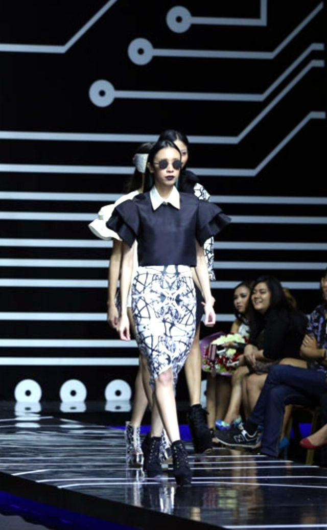'Tangled in Triangles'  Design by Melody utomo Putri  [LPTB Susan Budihardjo Graduation Show 2014 - Ubiquitous Mod]