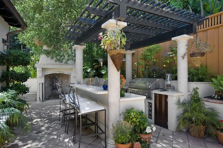 Contemporary Patio with Jabalpur barstool, Fence, Trellis, exterior tile floors, outdoor pizza oven, Outdoor kitchen
