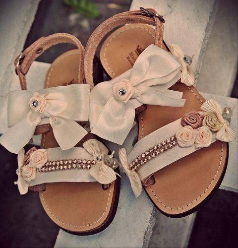 Χειροποίητα παιδικά σανδάλια από γνήσιο δέρμα.  http://handmadecollectionqueens.com/υποδηματα/παιδικα-παπουτσια/Παιδικα-σανδαλια-απο-γνησιο-δερμα  #handmade   #fashion   #Kid   #sandals   #summer   #footwear   #storiesforqueens