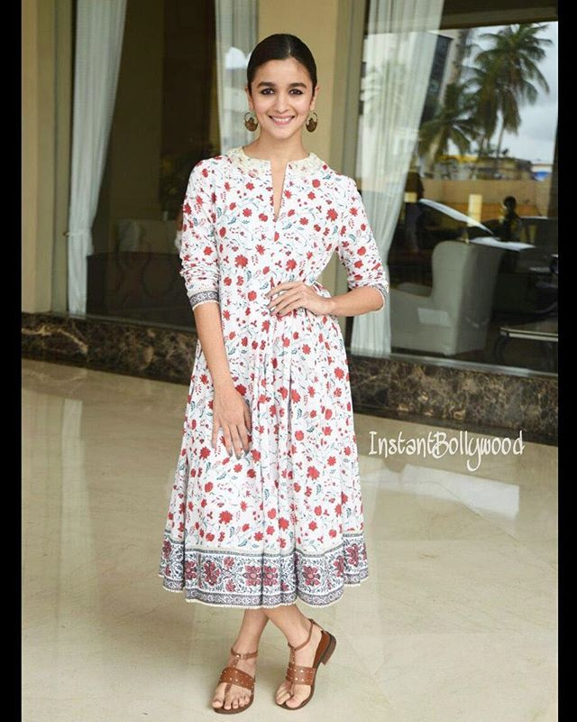 Rate her look 1.... 10 Alia Bhatt clicked just now. @INSTANTBOLLYWOOD ❤ ❤ ❤…