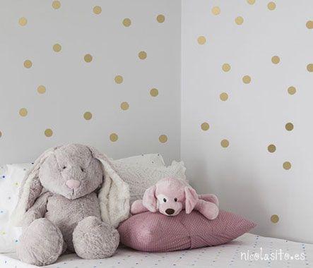 Ideas decoración dormitorio con motas o confeti dorado de nicolasito.es #wallstickers #goldensickers