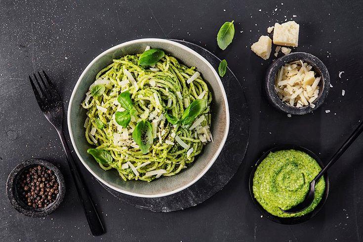 Oppskrift på pasta med kremet avokado-pesto.