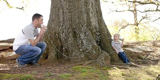 MINDFULNESS:  Gir deg noen enkle teknikker for å leve i nuet og være til stede for deg selv og barnet ditt, midt i en kaotisk og krevende hverdag.
