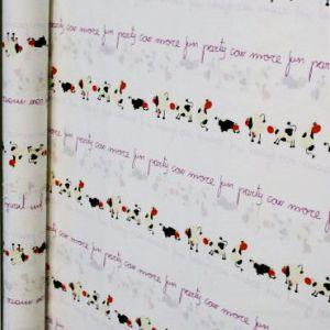http://www.radicifabbrica.it/prodotto/tessuto-h-cm-280-dis-cow/ Tessuto in 100% cotone h cm 280 disegno Cow. Le mucche sono bianche e nere con il naso arancione e le scritte sono color viola. Tessuto per lenzuola. Il prezzo di Euro 10.00 si riferisce al metro lineare. prodotto in Spagna.  Possiamo confezionare questo articolo su misura, richiedici un preventivo!