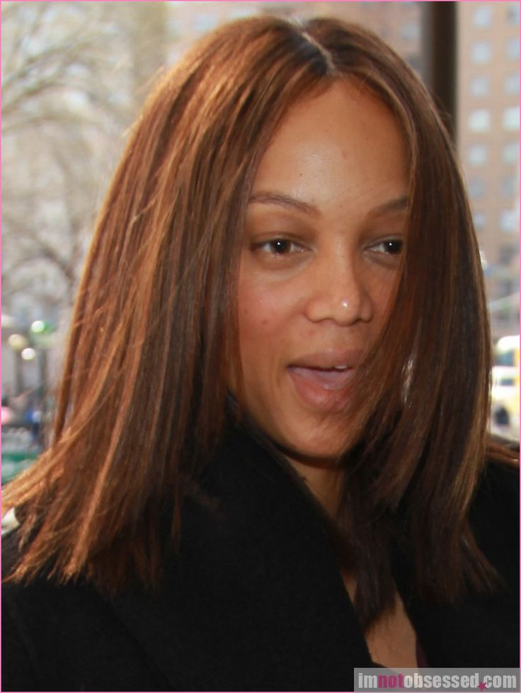 Television hostess and model, Tyra Banks was joined by a friend as she made her way to lunch in New York City, New York on March 25, 2010. The supermodel proved that she is a natural beauty by going sans makeup, but she certainly looked a bit tired without that extra polished look!