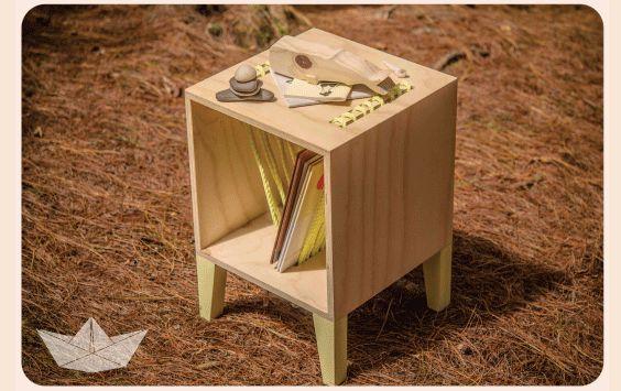 Pine and Robe sidetable #wood #table #beach #vibes #robe #homedecor #perlanegra