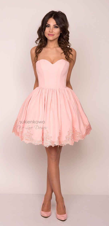 DAISY - Rozkloszowana gorsetowa sukienka z haftem różowa