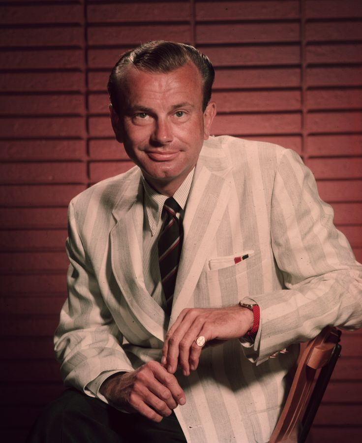 Notable May 1 Birthdays | 'The Tonight Show' former host Jack Paar, the first African-American network news anchor in the U.S. Max Robinson, NASA astronaut Scott Carpenter, the first host of 'Jeopardy!' Art Fleming, 'Catch-22' author Joseph Heller, Mother's Day founder Anna Jarvis, and Wild West frontierswoman Calamity Jane were all born on this day in history.