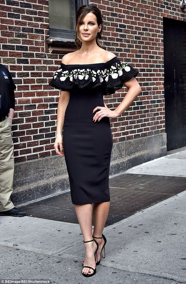 Olé! Kate Beckinsale wowed in a pretty dress for an appearance on the Late Show with Steph...