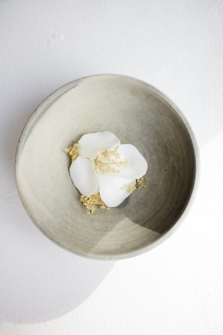 Dessert with sour cream, artichokes and wild carrot. Photo by Rasmus Malmstrøm
