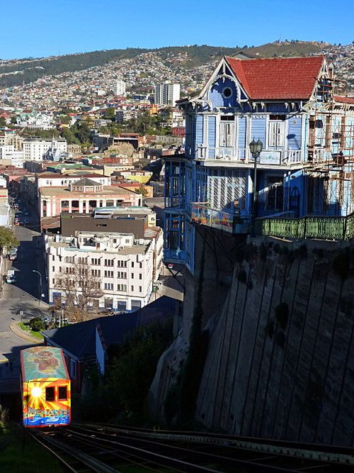 Valparaiso, Chile    (Source: theearthinimages)