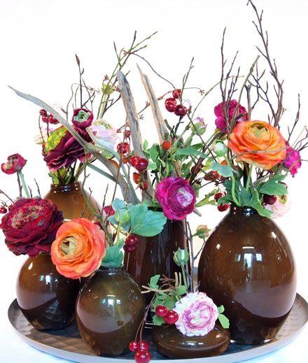 Zijde bloemen zijn haast niet van echt te onderscheiden. Voor sfeer in je huis.