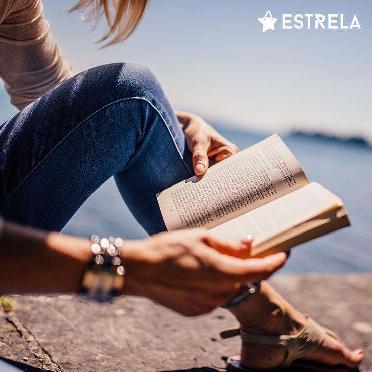 Kobieta z książką to kobieta z klasą! / Więcej inspirujących treści na www.facebook.com/estrelapl / lifestyle, woman, inspiration, girl, summer, design, photo, book, reading, photoshoot, hipster, vacations, instagram
