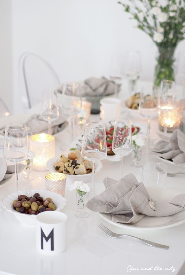 Table setting for a girls night: http://divaaniblogit.fi/charandthecity/2013/10/13/kattausideoita-tyttojeniltaan/