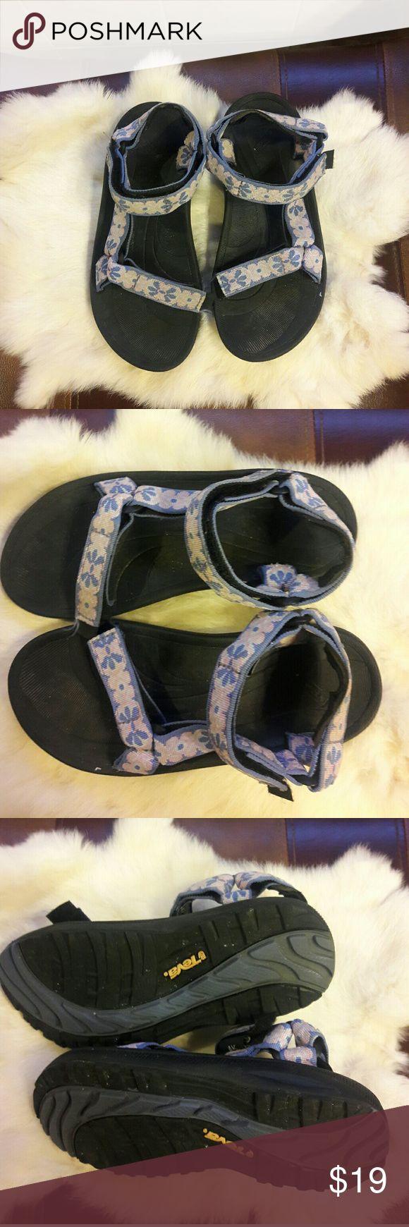 Classic girls Teva Sandle Sz. 4 Classic girls Teva Sandle Sz. 4 Teva Shoes Sandals & Flip Flops