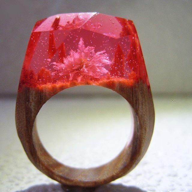 Уникальные деревянные кольца из дерева твердых пород и ювелирной смолы.   Срок изготовления на заказ ~2 недели   Доставка: почта, курьер
