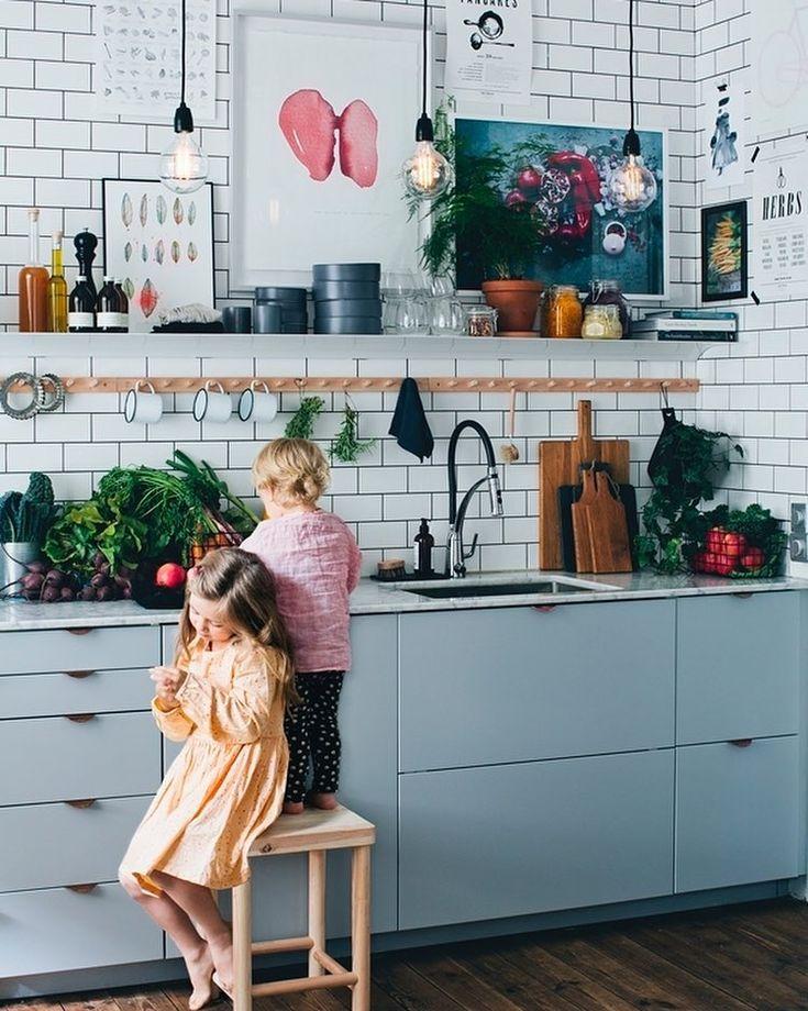 "2,023 Synes godt om, 13 kommentarer – my scandinavian home (@myscandinavianhome) på Instagram: ""Feeling the blue (and row of hooks) in this cosy Swedish kitchen ❤️ @granit #bluekitchen #kitchen"""