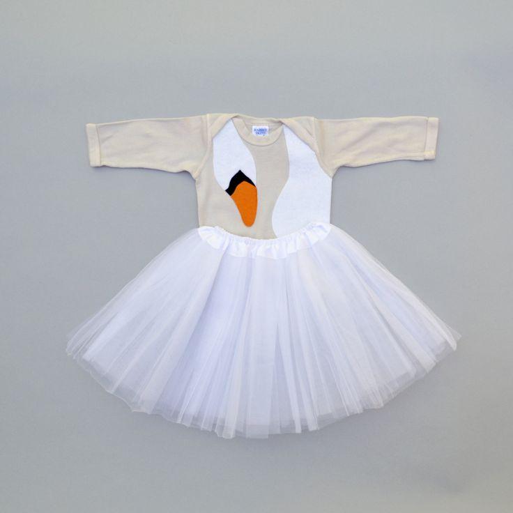 Baby Kostüm, Baby Girl Geschenk, Swan Kleid, Kid Kostüm, Bjork Kostüm, Kostüm schwarzer Schwan, Vogel Kostüm, lustige Baby Kostüm, Ballerina Costum von TheWishingElephant auf Etsy https://www.etsy.com/de/listing/240830268/baby-kostum-baby-girl-geschenk-swan