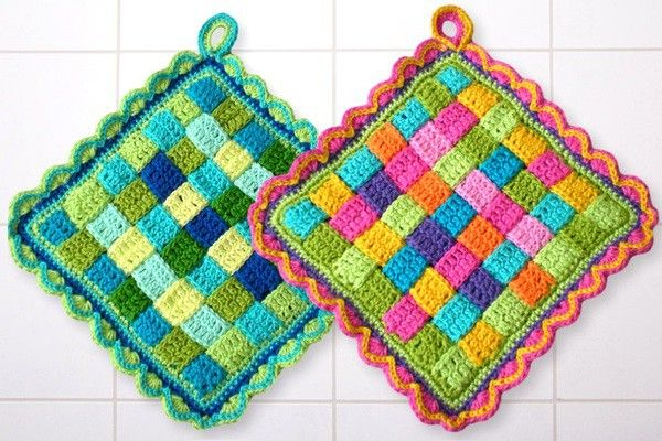 "This old way of potholders can be produced in every color imaginable. You like it colorful, rather discreet, pastel or natural colors. Everything is possible. Through the ""weaving"" creates a double crochet potholders, which is nice and thick and prote"