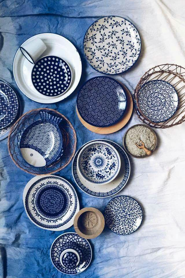 Blue and white ceramics never go out of fashion.