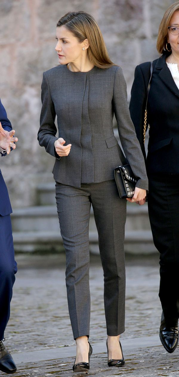 3 May 2017 - Queen Letizia attends Journalism and Language Seminar - suit by Hugo Boss, shoes by Carolina Herrera, clutch by Uterque