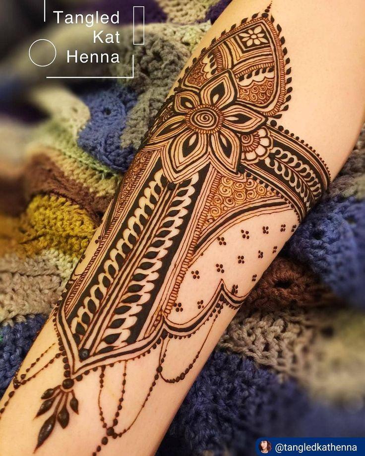 "3 Likes, 1 Comments - imehndi.com (@imehndicom) on Instagram: ""Henna shield by @tangledkathenna ・・・ #henna #hennadesign #hennainspire #hennaart #mehndi…"""
