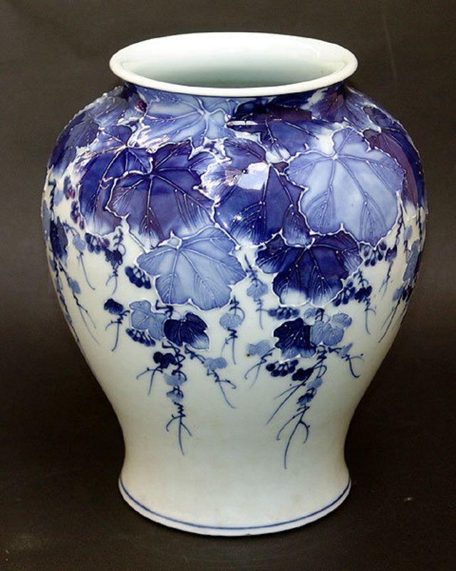 Fine Japanese porcelain Vase by Kawamoto Rekitei