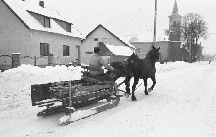 Emlékeztek még az 1986-os igazi nagy télre? http://www.nlcafe.hu/foto/20160112/1986-87-tel-havazas/