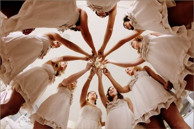 21 Wedding Photo Ideas for your Bridal Party | Confetti Daydreams - Snap the moment as you and your bridal party join together for a champagne toast! ♥ #Wedding #Photo #Pose #Bridal #Party ♥  ♥  ♥ LIKE US ON FB: www.facebook.com/confettidaydreams  ♥  ♥  ♥