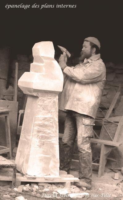 St Vincent (Sculpture),  60x180x60 cm par Domitille et David Schneider Sculpture monumentale en pierre naturelle de Bourgogne commandée à l'occasion de la St Vincent tournante, par la ville de Nuits St Georges en Côte d'or Bourgogne France Installée dans le hall de la mairie en 2012
