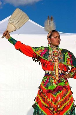 Amerikan yerlisi bir jingle dansçı.