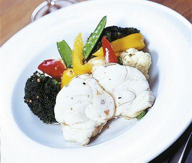 Recept: Ugnsbakad torskrygg med marinerade grönsaker