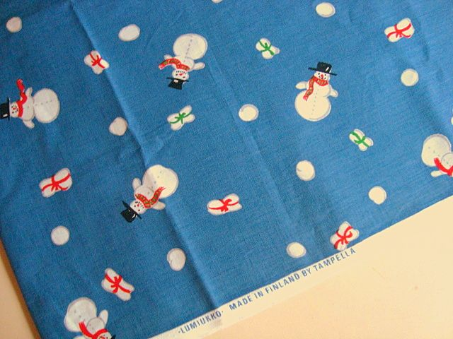 Retro Christmas Finnish textile fabric - 1970s. #retro #finnish #christmas #textile #1970 #finsk #jul #tekstil #stof #tampella. From www.TRENDYenser.com. SOLGT.