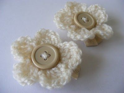 Crochet 5 petal flower with button center, use for hair barrettes