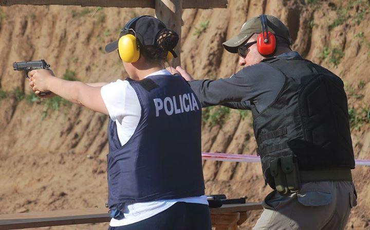 Instruyendo en el uso del sistema de armamento corto reglamentario BERSA Thunder 9.  Police officer training in Argentina #BersaThunder9