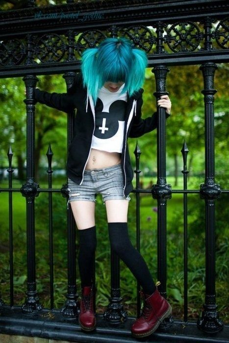 Go pastel goth this 2015 :) //// I've seen this girl in a different picture like years ago! Still like the look!