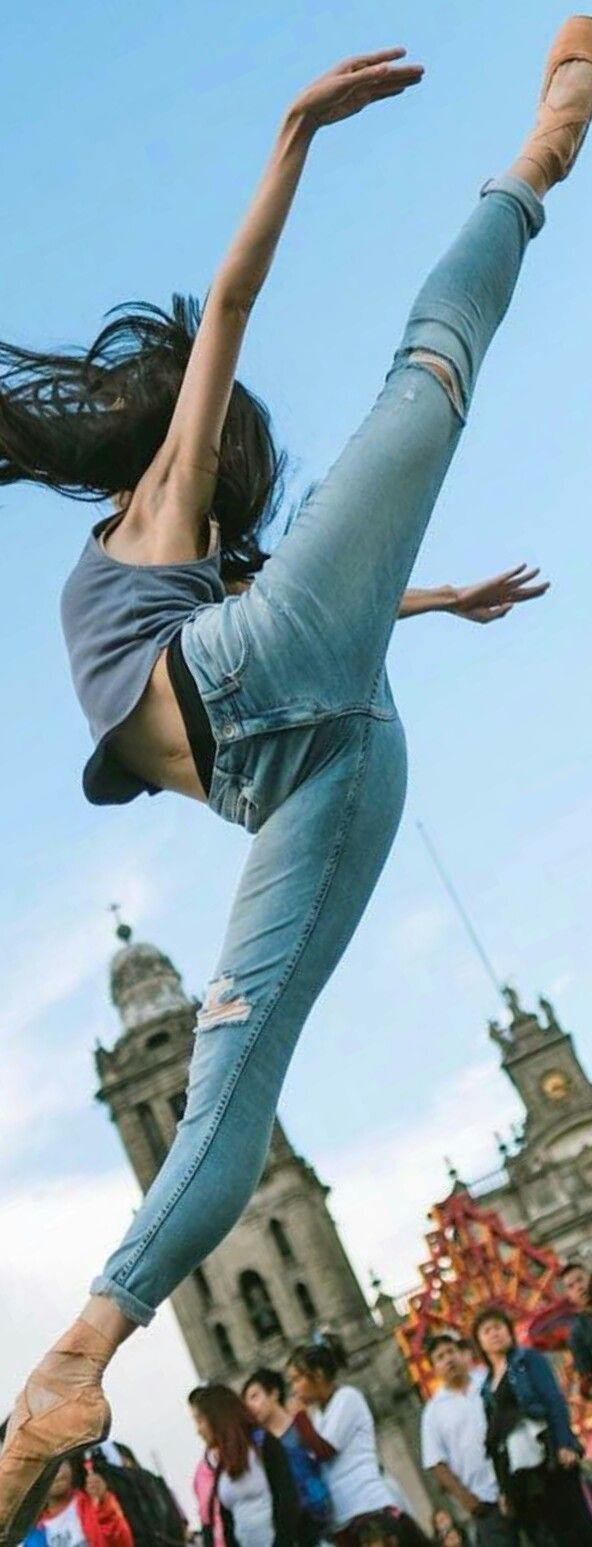 Full extension in DENIM.... this woman is my superior in every way!!