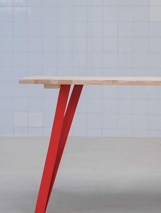 pieds de table rouge en metal style loft-54€ en acier brut noirci, 1 pièce-